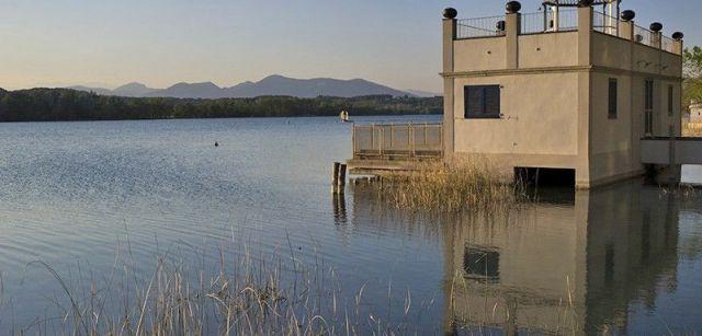 Una de las veinte 'pesqueres', construcciones destinadas al ocio particular, que hay en las ribas / Foto: Josep Cano