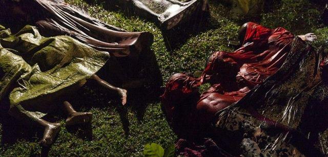 Crisis Rohingya. Nominación del Año de World Press Photo. Los cuerpos de los refugiados Rohingya después de que el bote en el que intentaban huir de Myanmar se hundiera cerca de Cox's Bazar, Bangladesh / Foto: Patrick Brown (Australia)