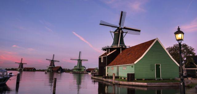 Los tradicionales molinos neerlandeses tenían como principal función bombear agua de las tierras inundables / Foto: Josep Cano