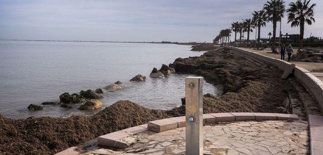 Escaleras de acceso a una playa que ya no existe en L'Ampolla, al norte del delta / Foto: Josep Cano