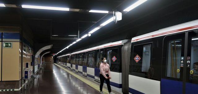 Estación prácticamente desierta de la red de Metro de Madrid / Foto: Pablo Gómez Moreno De Redrojo